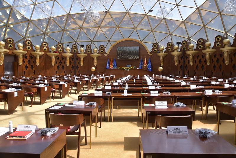 Собраниските седници одложени на неопределено време, Владата бара итно запирање на блокадата