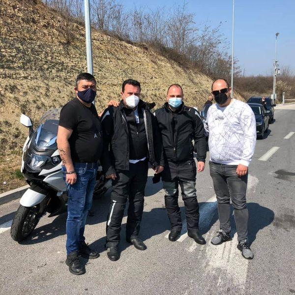 Арсовски: Додека граѓани умираат од корона, Заев и Филипче возат мотори и градат хациенди