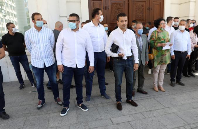 Следбениците на Мијалков се посрамотија – откажан вонредниот конгрес!