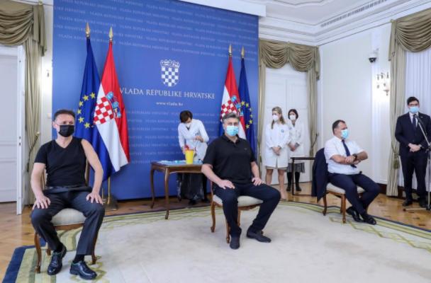 (ВИДЕО) Андреј Пленковиќ и уште двајца функционери се вакцинираа со АстраЗенека