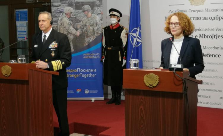 Адмирал Бурк најавува дека НАТО размислува да и носи вакцини на Македонија!