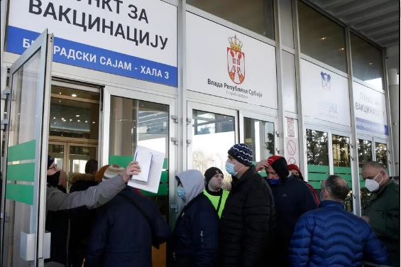 Македонците можат да се вакцинираат во Србија без закажување