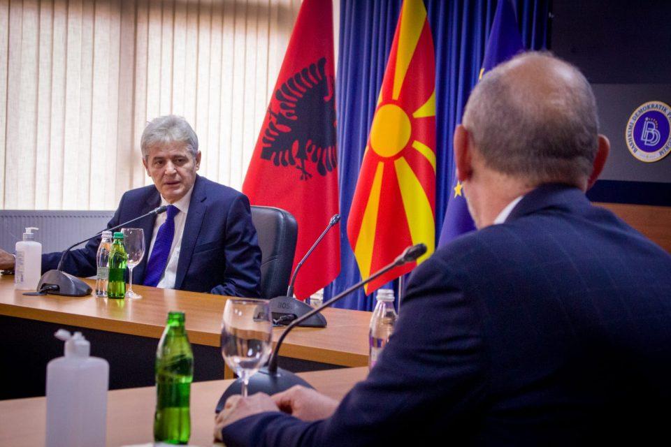 Ахмети на средба со Гир: Не сме далеку од договорот со Софија