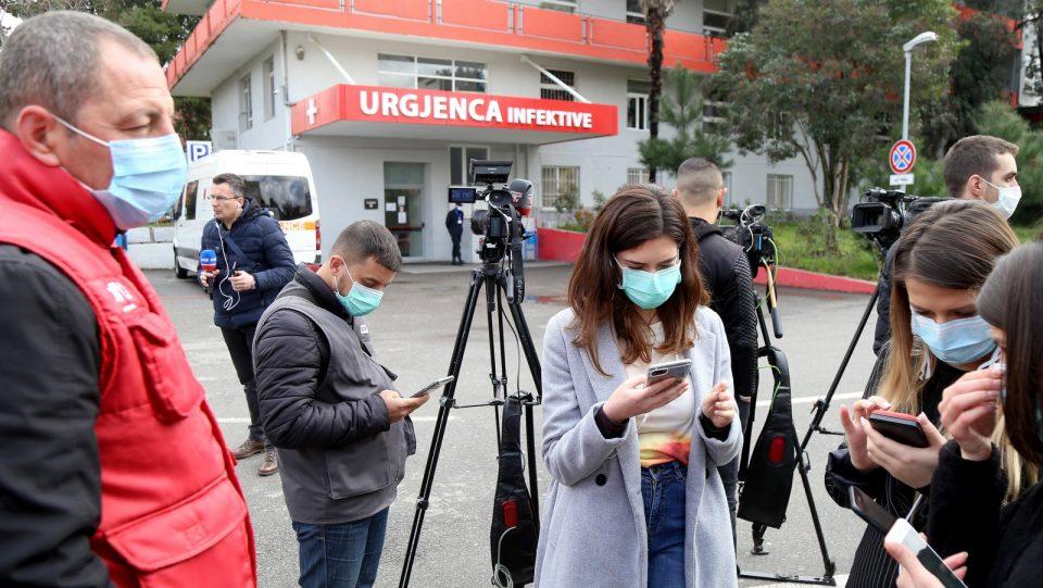 Новинарите во Албанија бараат да бидат приоритет при вакцинацијата