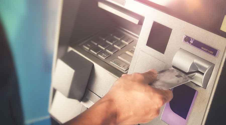 Кривична против велешанка која крадела од кредитните картички на нејзиниот дедо