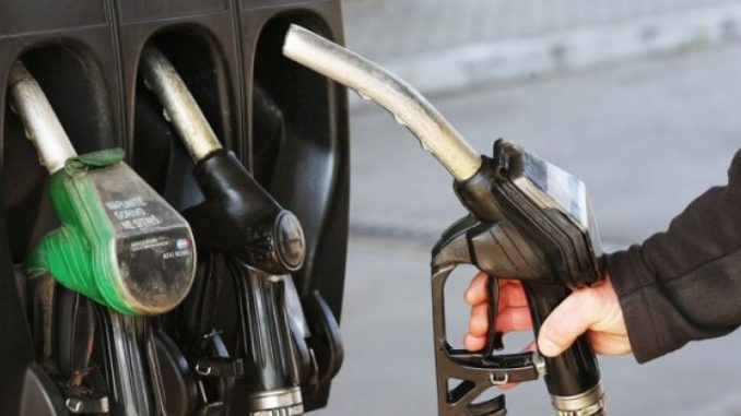 Скандалозна одлука на Регулаторна – на еден час пред полицискиот час поскапени бензините за три денари