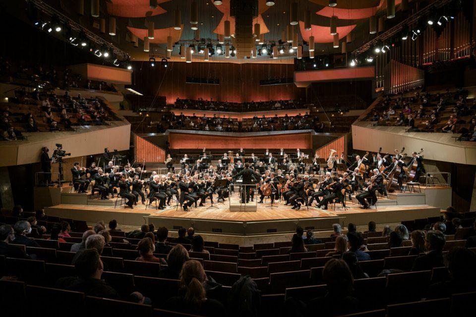 Негативен тест од Ковид-19 за да присуствувате на берлинската филхармонија: Опозицијата обвинува за криминал