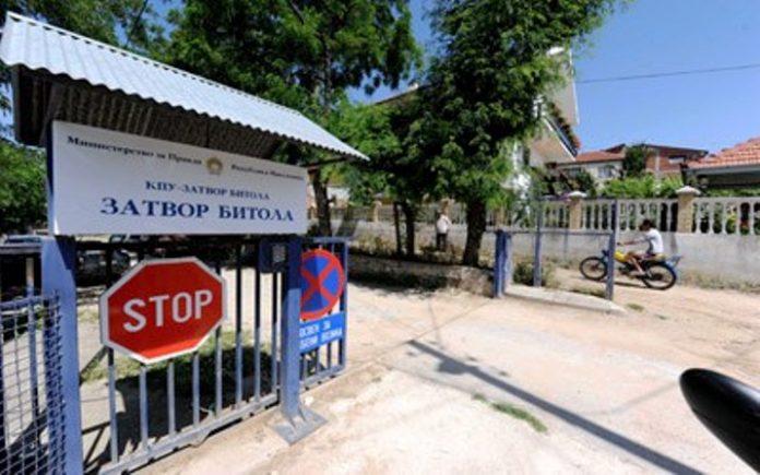 Затвореник во Битола бил претепан од командирот, управата потоа го фрлила тепаниот во самица