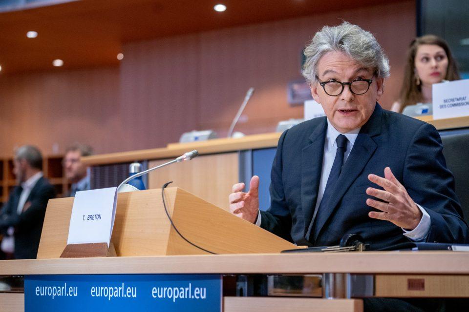 Европскиот комесар Бретон откри кога ќе бидат достапни ковид-пасошите