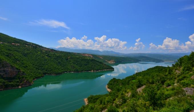 Дебарско Езеро повторно загадено, била истурена црна леплива материја