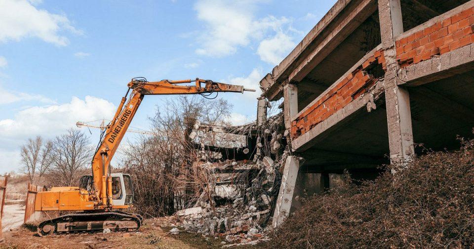 Се урива нелегално изграден објект под Кале