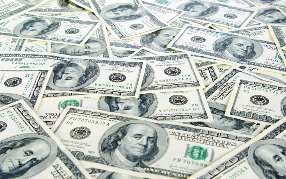 Од почетокот на годинава, доларот пораснал повеќе од другите валути