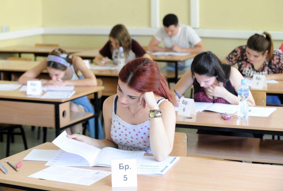 Утре почнува полагањето на државната матура, средношколците ќе го полагаат првиот екстерен испит