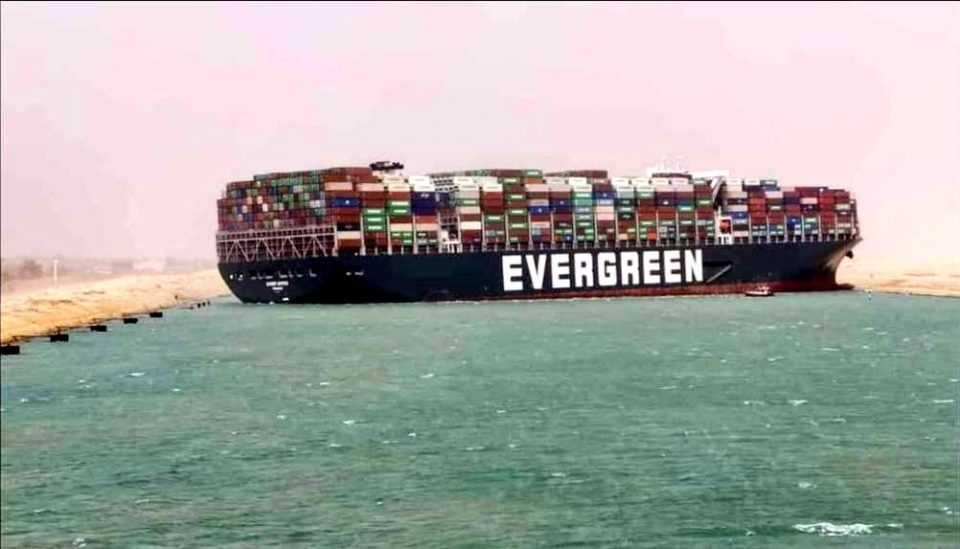 Блокадата на Суецкиот канал ја зголеми цената на нафтата на над 64 долари
