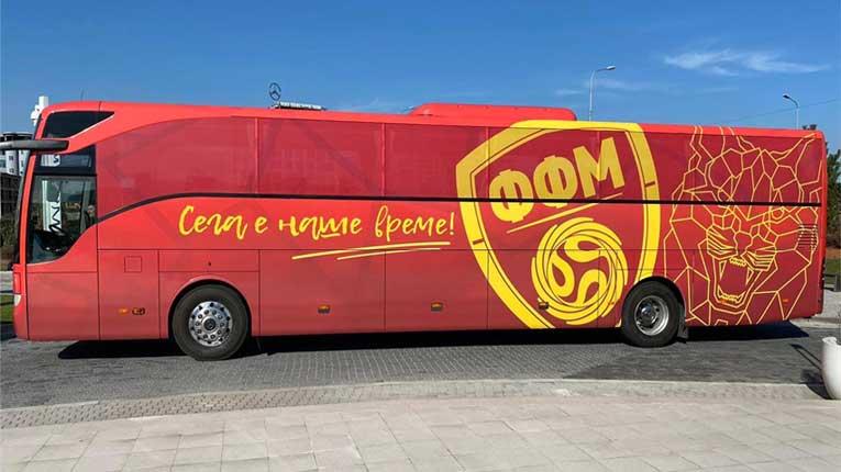 (ФОТО) Фудбалската репрезентација доби нов брендиран автобус