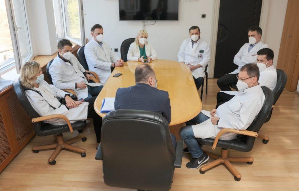 Состојбата со Ковид-19 во болниците е АЛАРМАНТНА, тврдат од Министерството за здравство