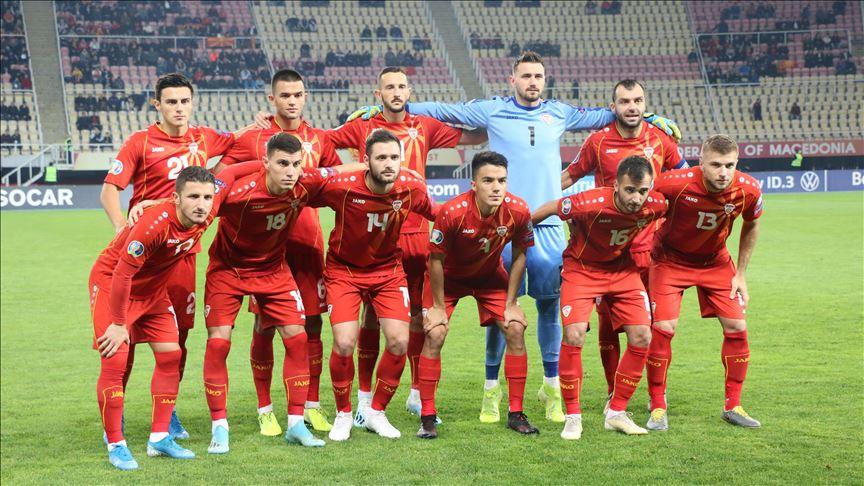 (ВИДЕО) Македонските фудбалери со невообичено загревање пред натпреварот со Романија