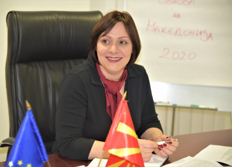 Димитриеска-Кочоска: Честито Битиќи, по втор пат го демантираш Премиерот за помошта од Ковид 19