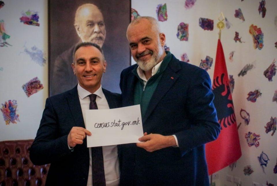 (ФОТО) НОВ СКАНДАЛ: Еди Рама влезе во кампањата за попишување во Македонија