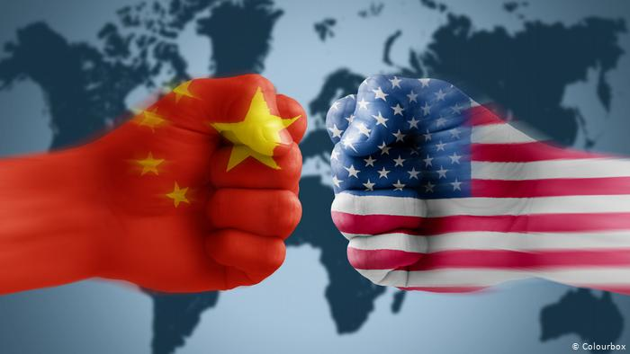 Тензично на средбата меѓу делегациите на САД и Кина: Кинезите пристигнаа со намера за пропаганда, театар и драма