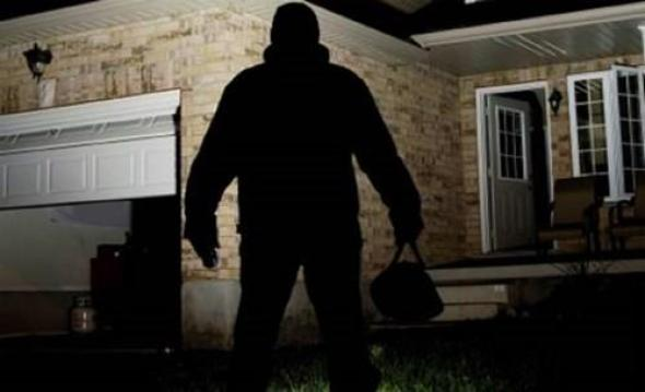 Поведена постапка за двајца албански државјани кои краделе во куќи во гостиварско