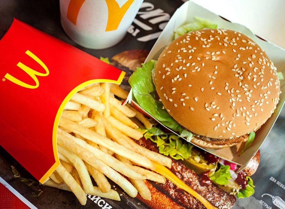 (ВИДЕО) Како изгледа чизбургер и помфрит од Мекдоналдс по 17 години чување?