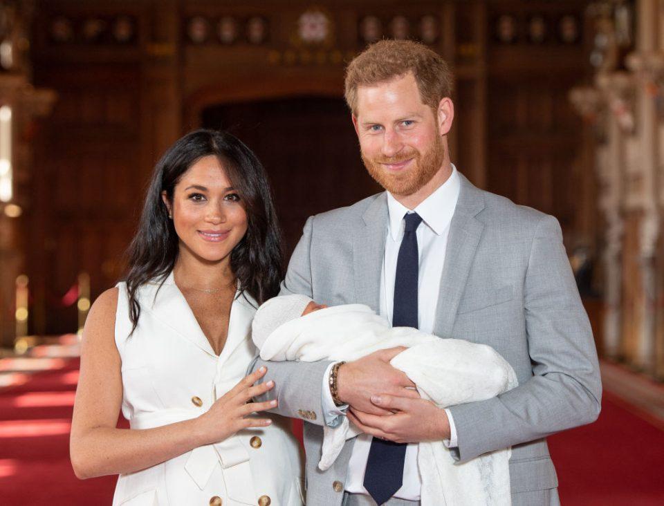Принцот Хари сподели фотографија од новороденото бебе – еве кој ја добил прв