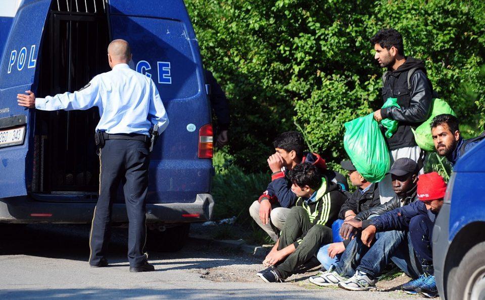 Приведен скопјанец кој превезувал 20 мигранти, од кои девет малолетни