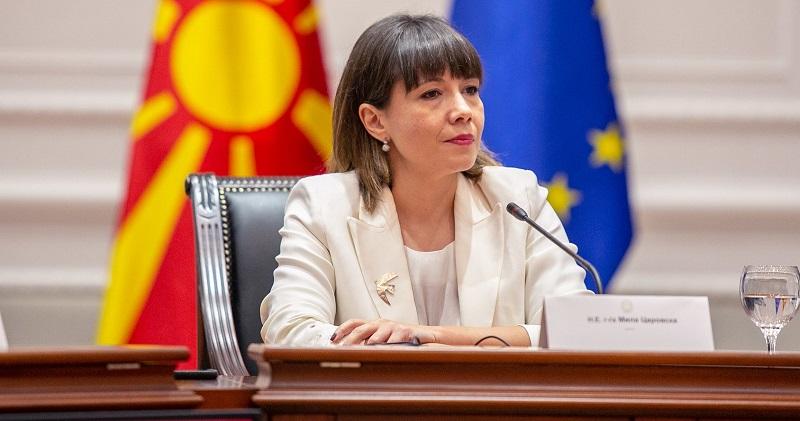 Царовска не гледа конфликт на интерес во тоа што нејзиниот партнер добива тендери