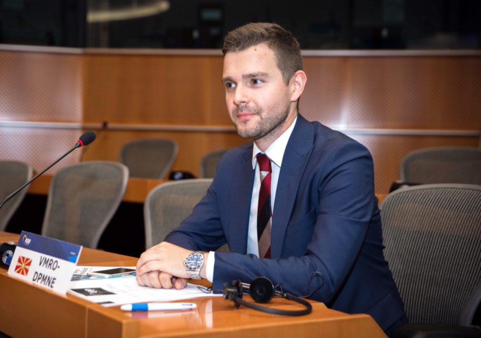 Муцунски: Срамно е Собранието да не покаже капацитет да решава проблеми кои се однесуваат за граѓаните