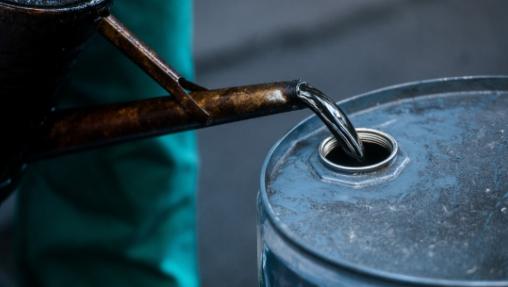 Продолжува падот на цената на нафтата