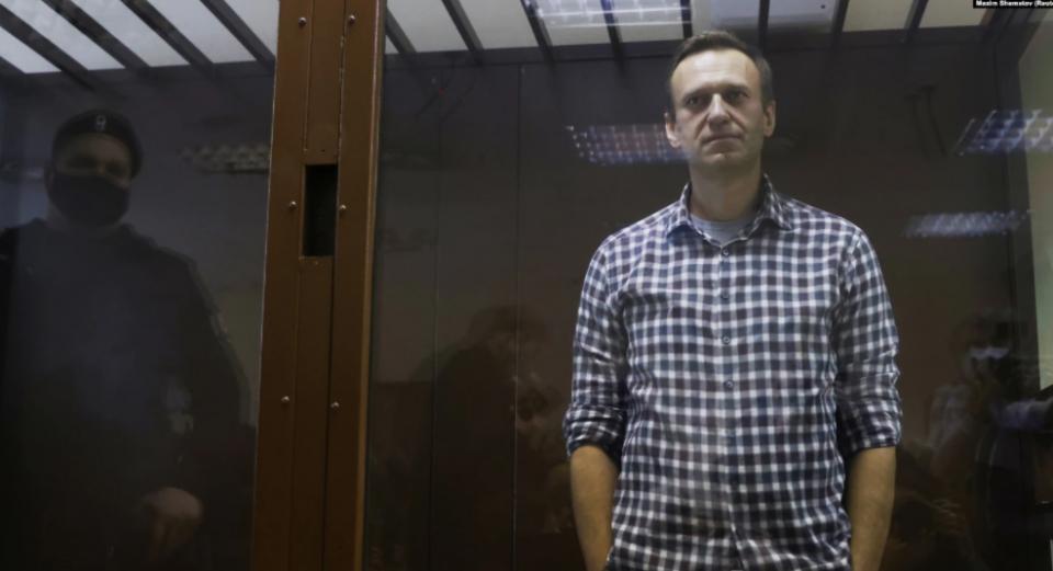 (ФОТО) Прва фотографија од Навални во затвор