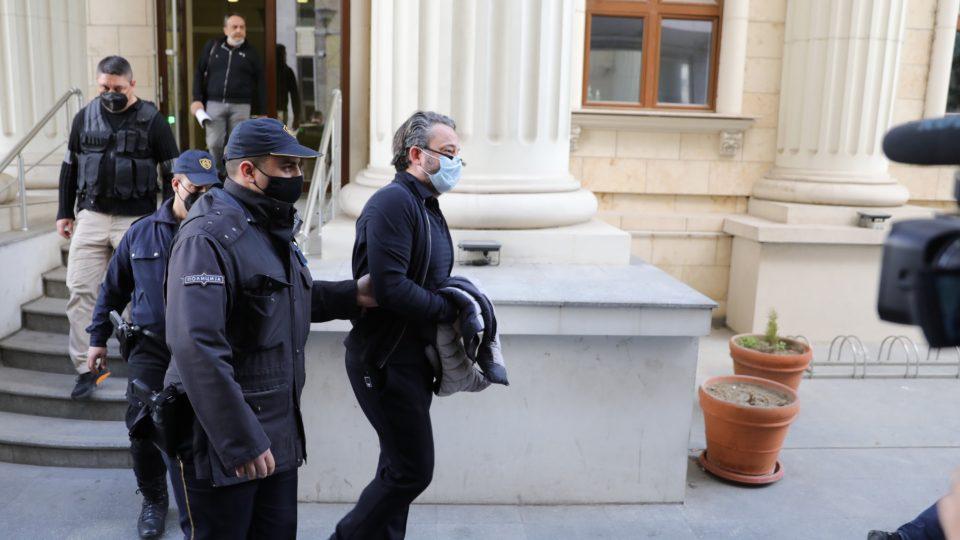 Кога се апси со тајна полиција има елементи на борба со политички противници