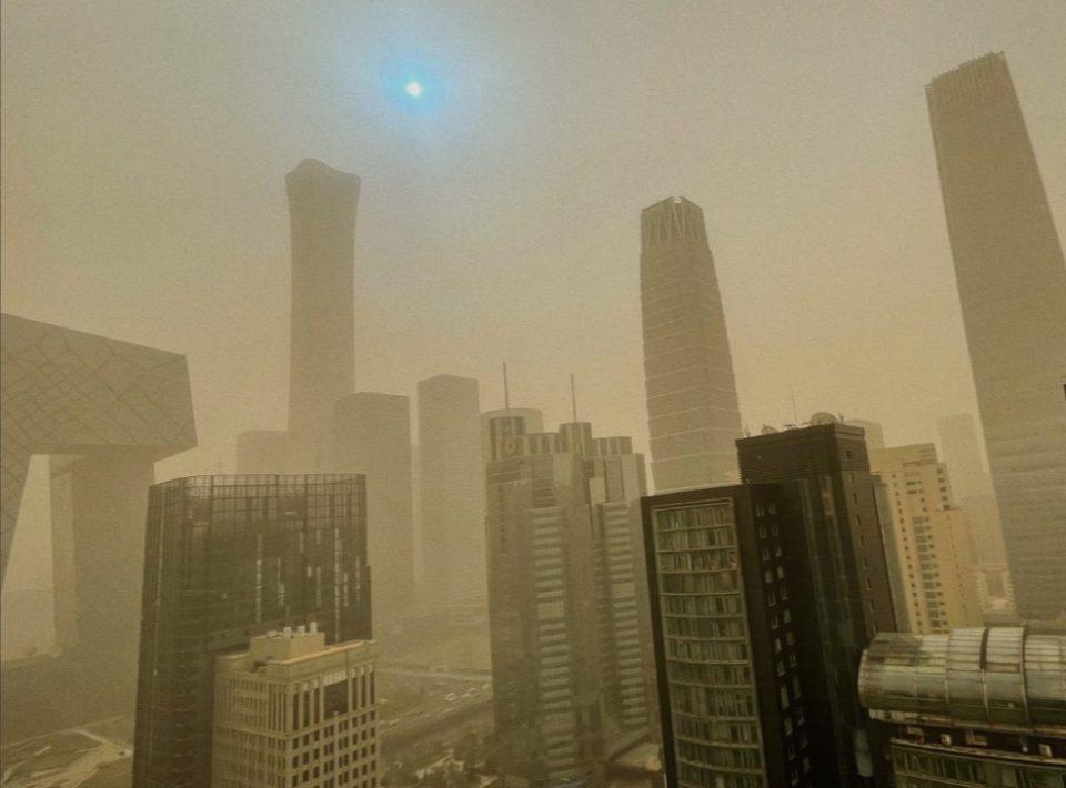 (ВИДЕО) Апокалиптични сцени во Пекинг и Кина, ситуацијата со ПМ честички е опасна по живот