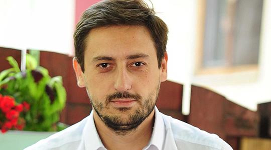 Богојески до Македонците: Да ви се плукнам во генот предавнички!