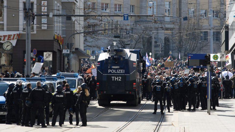 (ВИДЕО) Од Мјанмар до Франција – голем број насилни протести по повод 1 мај