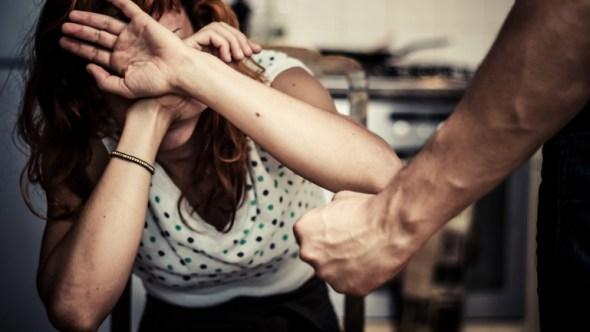 Семејна драма: Расправија завршила со тепачка, ќерка и мајка лишени од слобода