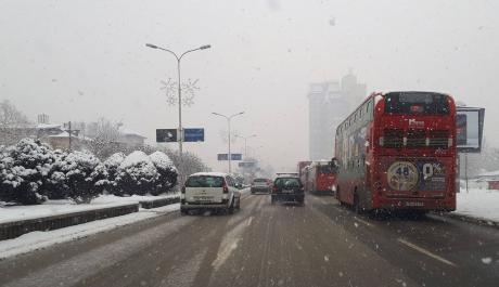 (ФОТО) Како и што очекувавме, снегот пак ги изненади градските власти