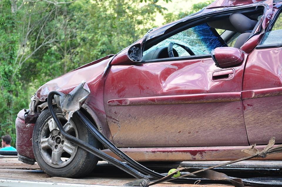 Тешко повреден млад возач, излетал од коловозот