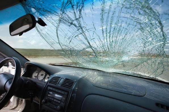 Повредени три лица во судир помеѓу камион и патничко возило