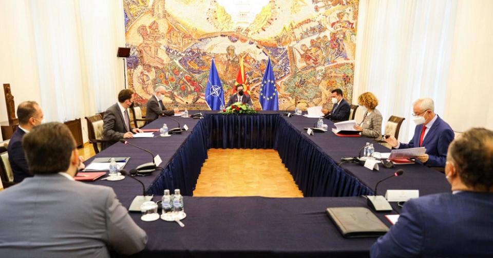 Седница на Советот за безбедност за состојбата со пандемијата во Кабинетот на Пендаровски