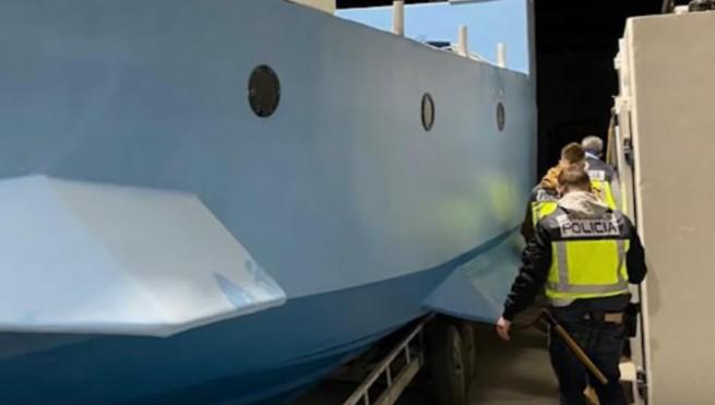 Шпанската полиција ја заплени првата нарко-подморница во Европа