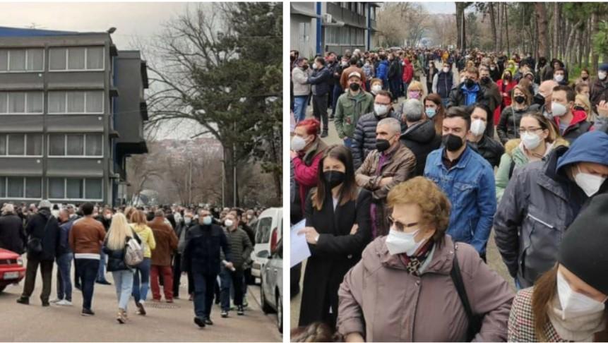 (ВИДЕО) Македонците нагрнаа на Ниш: Стотици луѓе чекаа во ред за вакцина