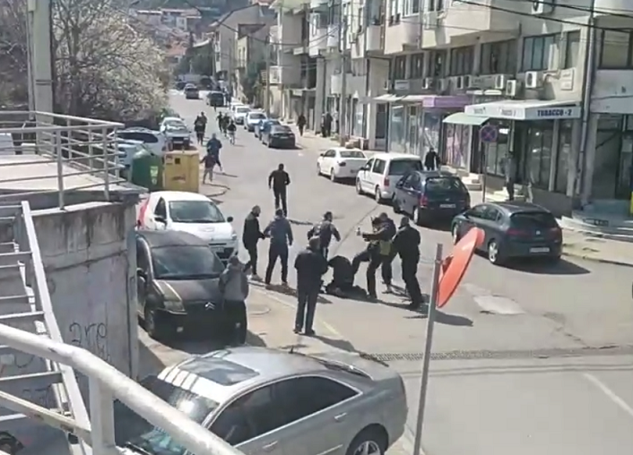 (ВИДЕО) Масовна тепачка во центарот на Струмица
