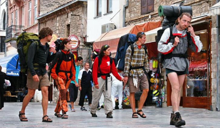 Владата ќе поттикнува домашен туризам, засега нема преговори за патувања во Грција