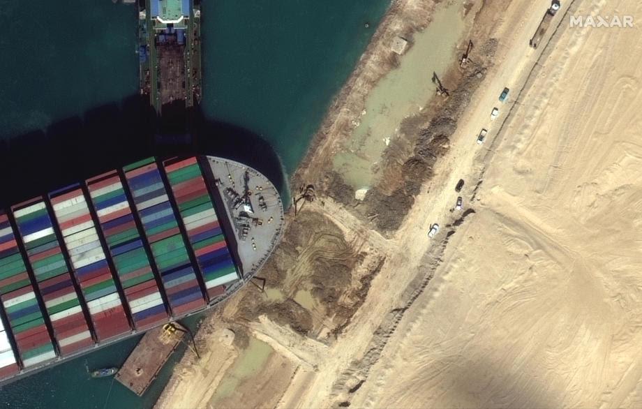 Колкава штета предизвика заглавениот брод во Суецкиот канал?