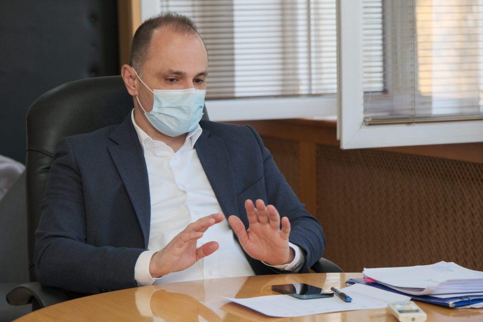 Филипче: Нема потреба за нови рестрикции поради индискиот сој