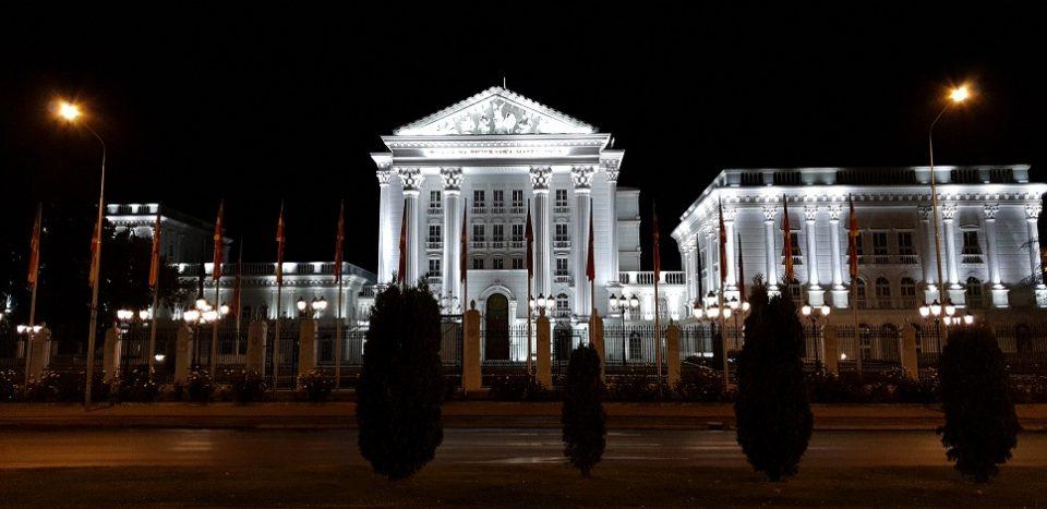 Владата повика да запре блокадата на Собранието