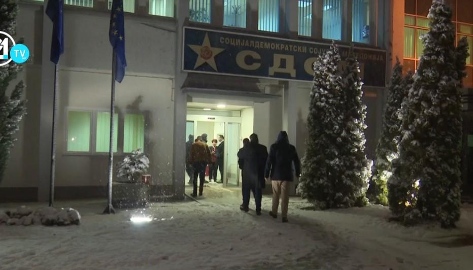 Заев пристигна во седиштето на СДСМ, ќе се обрати по 22 часот