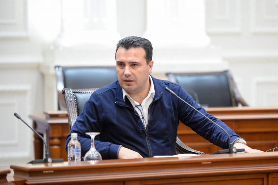 На Заев му непријатно што илјадници граѓани се вакцинираа во Србија, ама се заблагодари за можноста